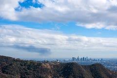 Los Angeles visto dal canyon di Bronson un giorno nuvoloso fotografia stock libera da diritti