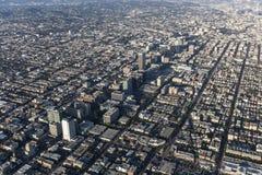 Los Angeles Wilshire Blvd och Koretown flyg- sikt royaltyfri foto