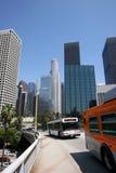 Los- Angelesim stadtzentrum gelegener starker Verkehr stockbilder