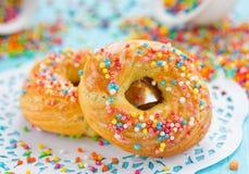Los anillos de espuma con colorido asperjan Fotos de archivo