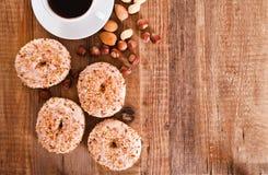 Los anillos de espuma dulces con asperjan Imágenes de archivo libres de regalías