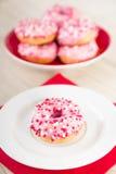 Los anillos de espuma rosados con asperjan Imagen de archivo