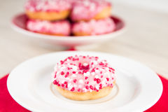 Los anillos de espuma rosados con asperjan Fotos de archivo libres de regalías