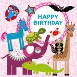 Los animales divertidos van de fiesta diseño de tarjeta en un fondo floral rosado Fotos de archivo