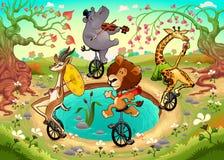 Los animales salvajes divertidos en los unicycles están jugando en la madera Fotos de archivo libres de regalías