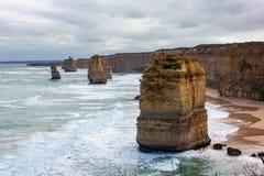 Los 12 apóstoles icónicos en el puerto Campbell en el gran camino del océano Imagen de archivo
