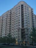 Los apartamentos y un parque en el puerto señalan en Stamford, Connecticut Imagenes de archivo