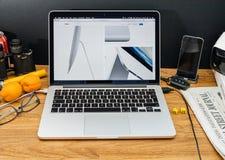 Los Apple Computer en los últimos avisos de WWDC de iMac diseñan Foto de archivo