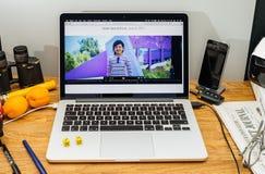 Los Apple Computer en los últimos avisos de WWDC de la más joven se convierten Imagen de archivo libre de regalías