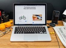 Los Apple Computer en los últimos avisos de WWDC del nuevo sfari hojean Fotos de archivo libres de regalías