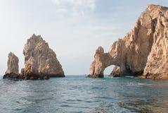 Los Arcos/η αψίδα στο τέλος εδαφών όπως βλέπει από τη θάλασσα Cortes σε Cabo SAN Lucas στη Μπάχα Καλιφόρνια Μεξικό Στοκ φωτογραφία με δικαίωμα ελεύθερης χρήσης