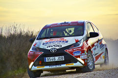 Los Arcos, Spagna - 27 marzo 2015: Toyota d'accelerazione nel Los Arco immagini stock libere da diritti