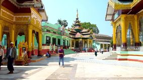 Los argumentos de la pagoda de Shwemawdaw, Bago, Myanmar almacen de metraje de vídeo