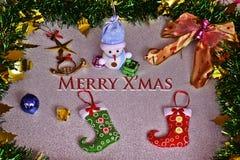 Los artículos de la Navidad del muñeco de nieve y del ornamento adornan Foto de archivo libre de regalías