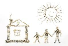 Los artes de los niños de pequeñas piedras del mar Papá, mamá, soy familia feliz Foto de archivo libre de regalías