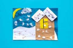 Los artes preescolares, hacen actividades a mano Ideas fáciles de los artes, proyectos de papel creativos para los niños Activida foto de archivo