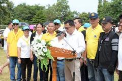 Los atletas aficionados de diversos grupos en Pluak Daeng participaron en la actividad Fotografía de archivo libre de regalías