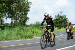 Los atletas aficionados de la bici hacen la mayor parte de sus esfuerzos en el viaje de la caridad de la raza de bicicleta Imagenes de archivo