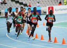 Los atletas compiten en los 3000 contadores de la carrera de obstáculos Imagen de archivo