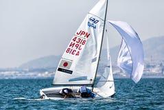 Los atletas navegan en la acción durante el campeón del mundo de 2017 hombres 470 Fotos de archivo
