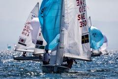 Los atletas navegan en la acción durante el campeón del mundo de 2017 hombres 470 Fotografía de archivo