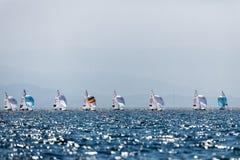 Los atletas navegan en la acción durante el campeón del mundo de 2017 hombres 470 Fotografía de archivo libre de regalías