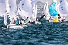 Los atletas navegan en la acción durante el campeón del mundo de 2017 hombres 470 Fotos de archivo libres de regalías