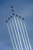 Los aviones de jet rojos de la fuerza aérea de la Royal Air Force de las flechas Imagenes de archivo