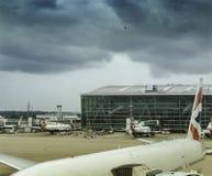 Los aviones de los VAGOS parquearon en el terminal 5 de Londres Heathrow fotografía de archivo libre de regalías