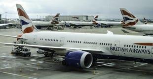 Los aviones de los VAGOS parquearon en el terminal 5 de Londres Heathrow foto de archivo