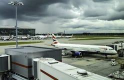 Los aviones de los VAGOS parquearon en el terminal 5 de Londres Heathrow fotos de archivo