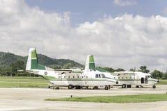 Los aviones para asperjar la lluvia, hacen que llueve Fotos de archivo