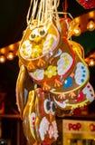 Los búhos del pan de jengibre en el mercado de la Navidad Fotografía de archivo libre de regalías
