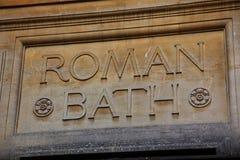 Los baños romanos firman adentro el baño Imagen de archivo