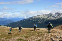 Los Backpackers acercan a Marmota-Blackcomb imagen de archivo libre de regalías