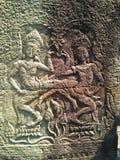 Los bailarines de Apsara tallaron en la pared del templo antiguo del Khmer de Prasat Bayon Angkor Wat en Siem Reap, Camboya Angko fotografía de archivo