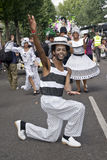 Los bailarines de la escuela de Londres de la samba flotan Imagen de archivo