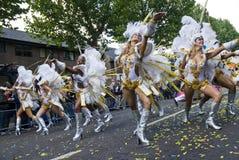 Los bailarines de la escuela de Paraiso de la samba flotan Imagenes de archivo
