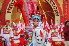 Los bailarines hermosos representan a jinetes Fotografía de archivo libre de regalías