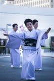 Los bailarines no identificados participan en el desfile magnífico 5 de la 73a semana anual de Nisei imagen de archivo