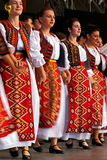 Los bailarines populares rumanos se realizan en una demostración 5 Foto de archivo