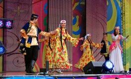Los bailarines se realizan en etapa Imagen de archivo libre de regalías
