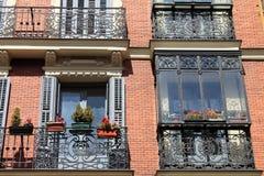 Los balcones negros del hierro labrado Fotografía de archivo libre de regalías