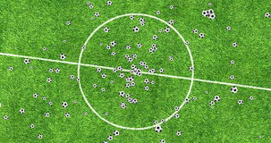 Los balones de fútbol de la animación de Digitaces que vuelan en vórtice en fondo del campo del fútbol con se descoloran hacia fu almacen de metraje de vídeo