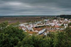 Los bancos del río de Sorraia que fluye en el río Tagus foto de archivo libre de regalías