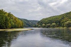 Los bancos pintorescos del Danubio, Alemania imagenes de archivo