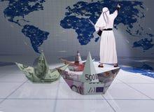 Los barcos árabes del euro del dólar del hombre y del papel Imagenes de archivo