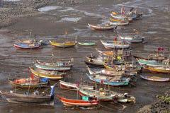 Los barcos atracaron en la yarda, Diveagar, maharashtra fotografía de archivo