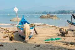Los barcos de pesca en el Agonda varan, Goa, la India foto de archivo libre de regalías