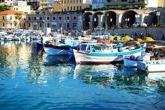 Los barcos de pesca griegos tradicionales Fotografía de archivo
